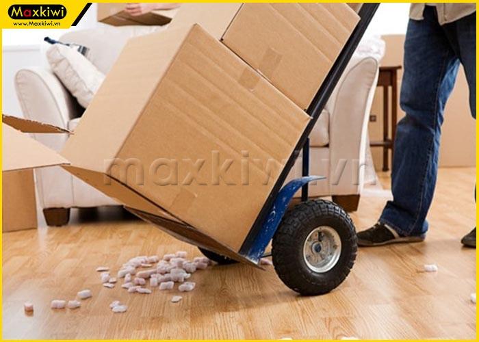 Sử dụng xe đẩy hàng văn phòng hay thuê dịch vụ chuyên nghiệp?